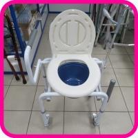 Кресло-туалет Ortonica TU 8 с опускающимися подлокотниками и колесами